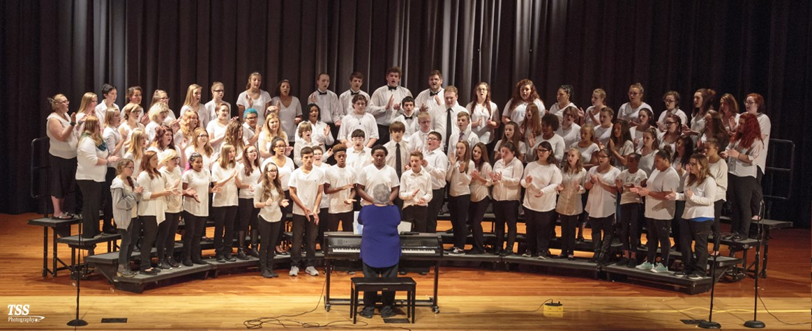<br><b> CHS Concert Choir 2016 <b><br>