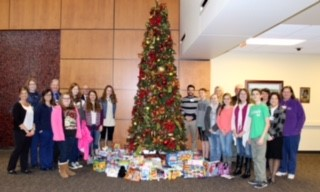 CMS Student Council Helps Spread Cheer at Adena Hospital